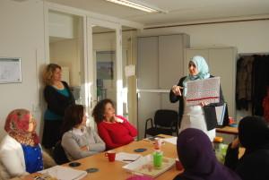 Hafida legt uit wat kankercellen doen