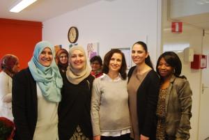 Mevrouw Aboutaleb op de foto met enkelen van de Voorlichters Gezondheid